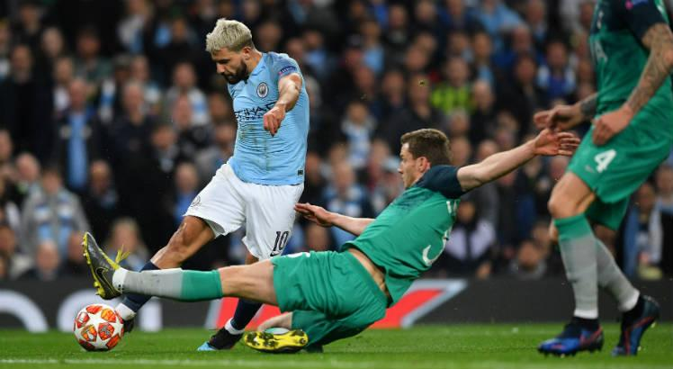 Manchester City vence Tottenham e assume ponta da Premier League