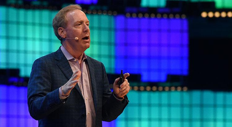O presidente da Microsoft, Brad Smith (FRANCISCO LEONG / AFP)